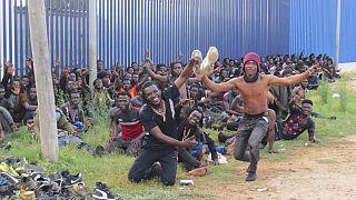 Die Migranten feierten ihren Grenzübertritt wesentlich ausgelassener, als auf diesem Foto zu sehen