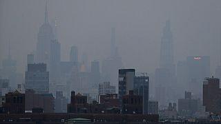 A ködben (füstben) úszó Manhattan július 21-én