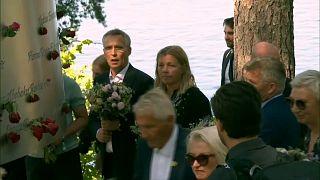 Várias personalidades norueguesas prestaram homenagem às vítimas