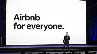 Airnbn'nin kurucusu ve CEO'su CEO Brian Chesky'nin San Farncisko'da yaptığı panelden bir kare.