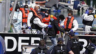 Melilla presa d'assalto dai migranti, a Ceuta bambini nascosti nei camion