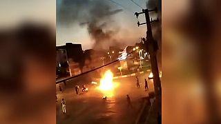 صحنهای از یکی از ویدئوهای منتشرشده از اعتراضهای پنجشنبه شب در ایران