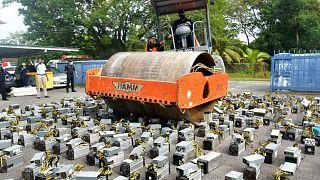 بیش از هزار دستگاه استخراج بیت کوین در مالزی خرد شدند