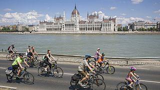 Biciklisek a budapesti Duna-parton