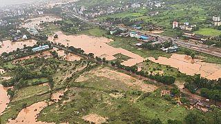 Több tucat áldozata van Indiában az áradásoknak és földcsuszamlásoknak