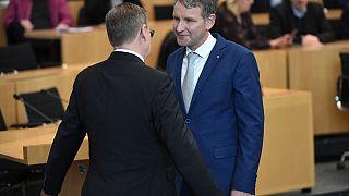 Bodo Ramelow von den Linken verweigert den Handschlag von Björn Höcke (AfD), nach Ramelows Wahl zum Ministerpräsidenten, 04.03.2020