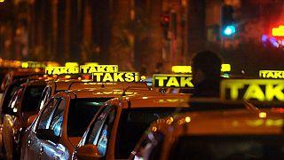 İstanbul'da özellikle havaalanı taksicilerinin fazla ücret aldığına dair şikayetler son dönemde artmıştı.