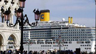 کشتی بزرگ تفریحی در ونیز