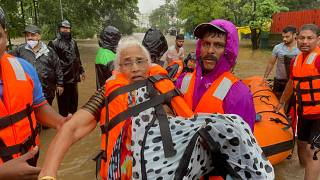 Maharaştra eyaletinde mahsur kalan binden fazla kişi için kurtarma çalışmaları sürüyor