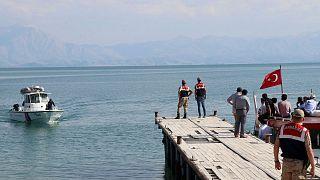 عکس آرشیوی از جستجوی پناهجویان حادثه دیده در آبهای ترکیه