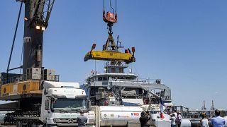 شحنات من اللقاحات تصل إلى ميناء رادس، تونس، قادمة من فرنسا، الخميس 22 تموز/يوليو 2021
