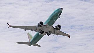 طائرة بوينج 737 ماكس 8  تقلع في رحلة تجريبية في رينتون، واشنطن.