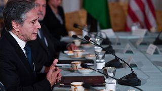 وزير الخارجية الأميركي أنطوني بلينكين ، من اليسار ، يتحدث خلال لقاء مع العاهل الأردني الملك عبد الله الثاني في واشنطن. 2021/07/20