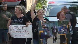 Los habitantes de Dieveniskes protestan contra el centro para inmigrantes, Lituania, 22/7/2021