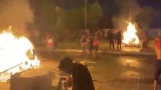 تصویری از ویدئویی که گفته میشود اعتراضهای جمعه شب در ماهشهر را نشان میدهد