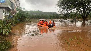 Ινδία:Φονικές πλημμύρες και κατολισθήσεις
