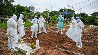 ارتفاع قياسي لإصابات كورونا في ماليزيا