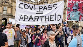 Ismét ezrek tüntettek Párizsban a kötelező védőoltás ellen