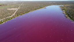 Έγινε ροζ από τα απόβλητα λιμνοθάλασσα στην Παταγονία