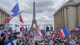 Paris'te aşı kartı protestoları