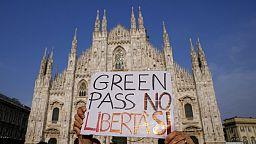 """Un pezzo d'Europa protesta e dice """"No"""" al Green Pass"""