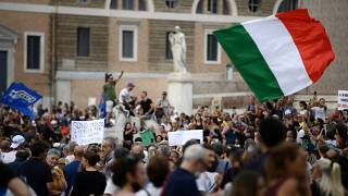 Europeus saem à rua contra passaporte sanitário