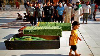 اقامه نماز مقابل سه قربانی حمله مرگبار شهرک صدر بغداد