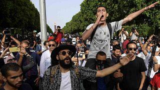 """مظاهرات احتجاجية ضد """"عنف الشرطة"""" في شارع الحبيب بورقيبة بالعاصمة تونس، 18 يونيو 2021"""