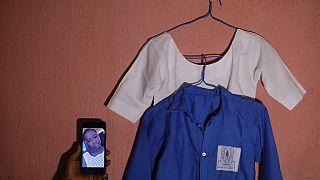 Nijerya'da kaçırılan çocuklardan birinin kıyafetleri ve fotoğrafı