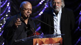 Pablo Milanés recibe un Grammy Latino por toda su carrera artística  18/11/2015