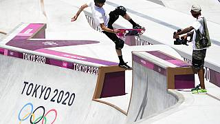 La leggenda dello skate Tony Hawk prova il percorso di Tokyo in un test preliminare