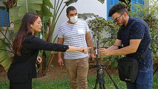 صحافيو الجزيرة يبثون مباشرة من مقر نقابة الصحافيين التونسيين في العاصمة تونس. 2021/07/26