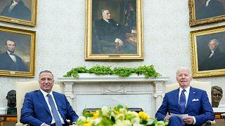ABD Başkanı Joe Biden'la (sağ) Irak Başbakanı Mustafa Kazımi, Beyaz Saray'da bir araya geldi