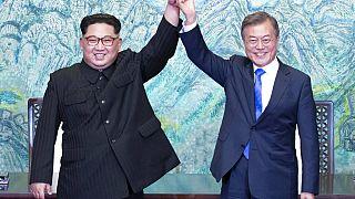 Kuzey Kore lideri Kim Jong-un ile Güney Kore Cumhurbaşkanı Moon Jae/ Nisan 2018