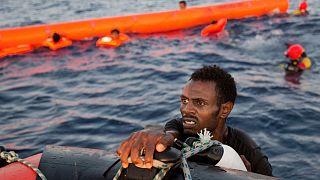 عکس تزئیتی از واژگونی یک قایق مهاجران در سواحل لیبی