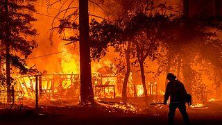 États-Unis : La météo, enjeu majeur des feux incontrôlables qui ravagent l'Ouest américain