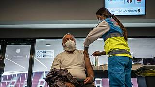 Madrid/aşı olan bir kişi