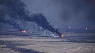 القوات العراقية تشعل حقول النفط الكويتية أثناء حملة عاصفة الصحراء لتحرير الكويت في العام 1991