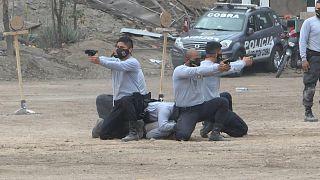 الشرطة البيروفية تنفذ تدريبات قبيل مراسم تنصيب الرئيس بيدرو كاستيلو
