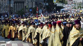 Moskau-treue Orthodoxe in der Ukraine: 55.000 pilgern bei über 30°
