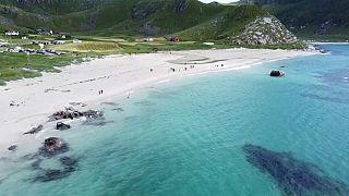 Haukland Beach: la spiaggia a un passo dall'Artico, resa popolare dai social network