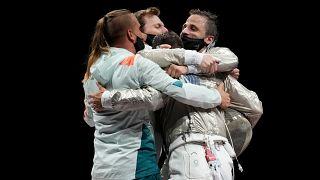 Decsi Tamás, Gémesi Csanád, Szatmári András és Szilágyi Áron ünnepli a bronzmeccs után a győzelmet