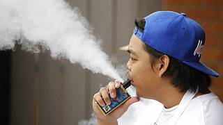 منظمة الصحة العالمية تدق ناقوس الخطر بشأن السجائر الإلكترونية