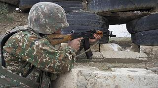 سرباز ارتش ارمنستان در موضع مرزی با آذربایجان