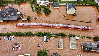 Casas destruidas cerca del río Ahr en Schuld, Alemania, el jueves 15 de julio de 2021