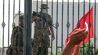 استقرار نیروهای نظامی در ورودی پارلمان تونس