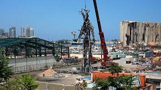 Lübnanlı sanatçı Karam, Beyrut limanı patlaması yıl dönümünde kalıntılar ile heykel inşa ediyor