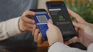 """L'app statunitense """"Excelsior Pass"""" è un pass digitale che le persone possono scaricare per mostrare prova della vaccinazione o un test COVID-19 negativo"""