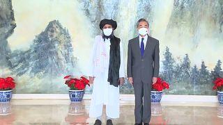 El ministro de Asuntos Exteriores chino, Wand Yi, ha recibido este miércoles a una delegación talibán de alto nivel.