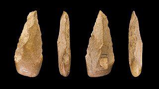 أدوات حجرية تنتمي إلى نفس الفترة الأثرية كالأداة المكتشفة في المغرب في يوليو 2021